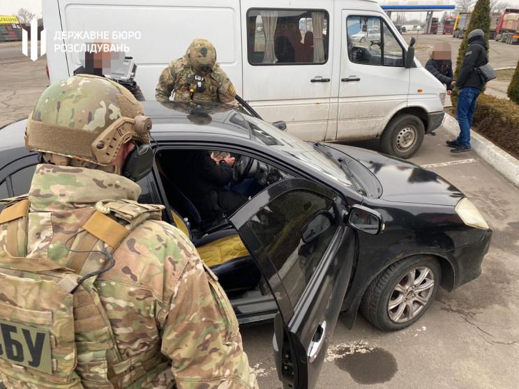Слідчі Хмельницького ДБР затримали на до…