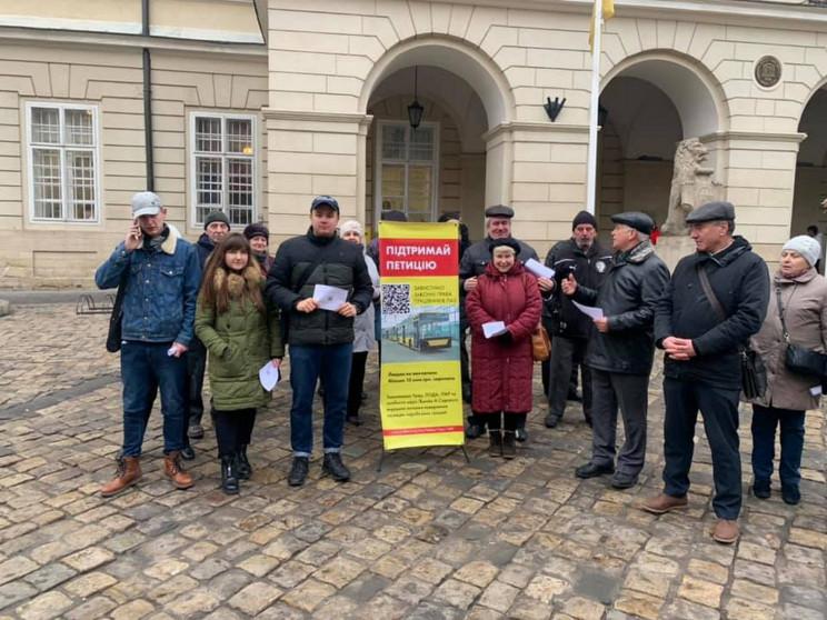 У Львові працівники ЛАЗ вимагають виплат…
