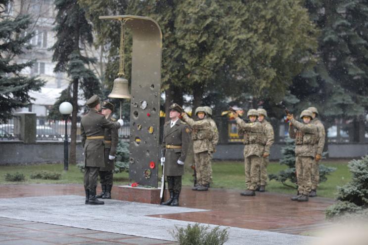 Колокол Памяти в Минобороны Украины звуч…