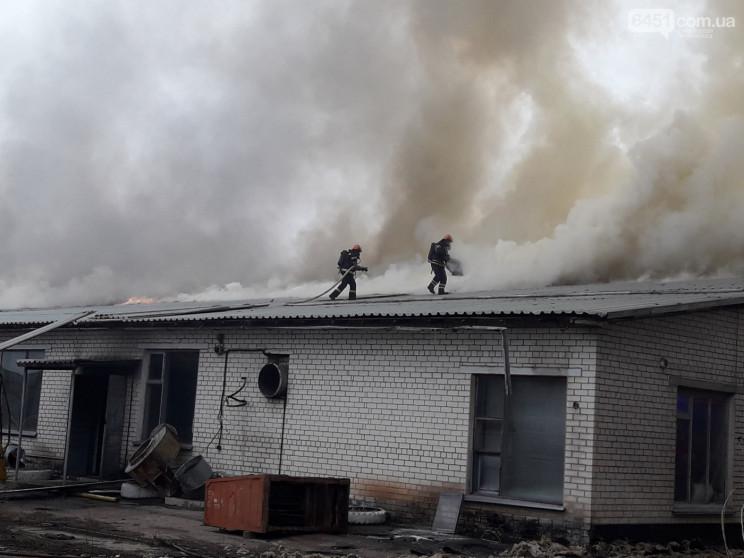 На Луганщине уже несколько часов горит с…