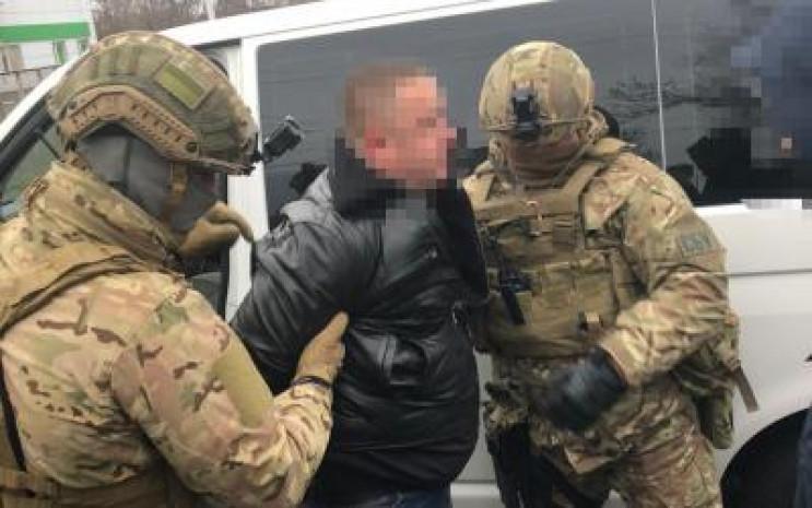Сотрудника Одесской миграционной службы…