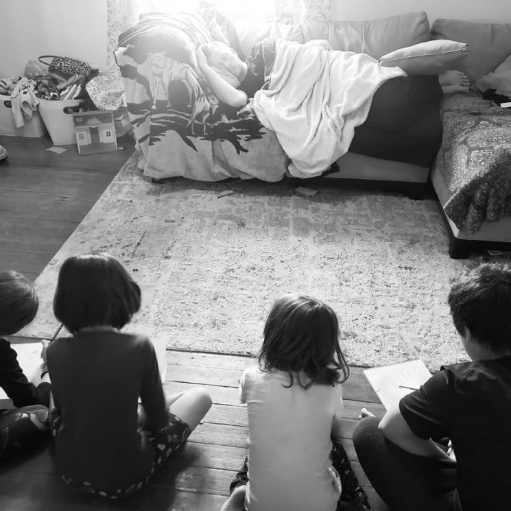 Как спокойно поспать, присматривая детей…