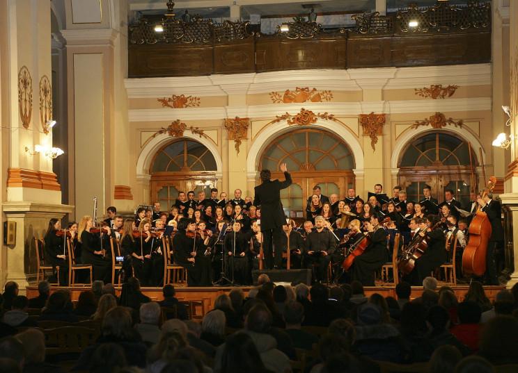Втеча до життя: Як Луганська філармонія…