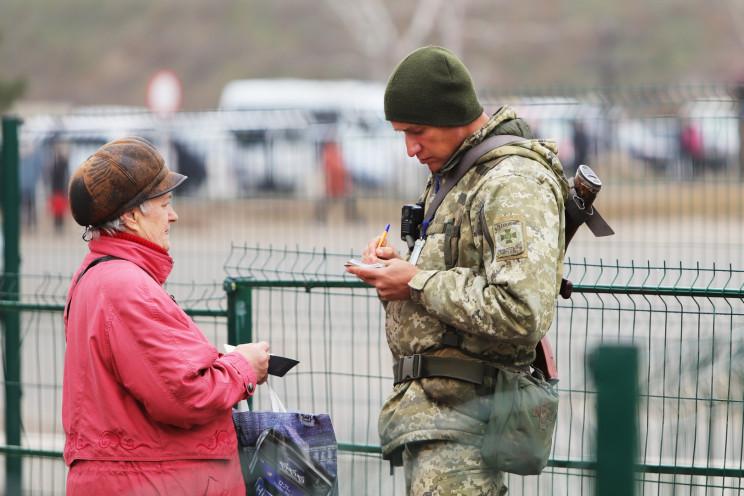 На КПВВ Донбасу за добу у чергах додалос…