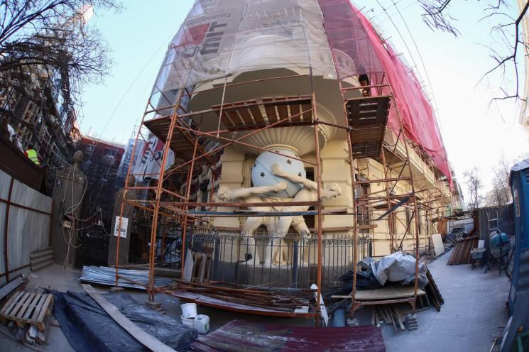 Після ремонту на Будинку з атлантами вст…