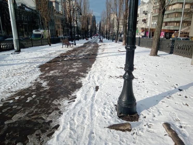 Місто контрастів: Вночі центр Києва заси…