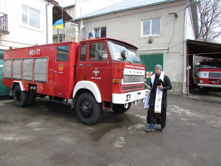 Львівських пожежників і їх кабінети покр…