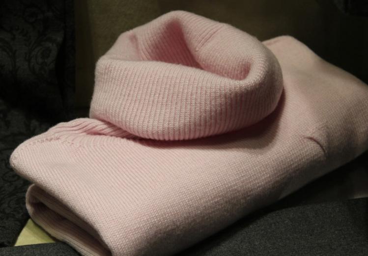 Смягчить колючий свитер поможет уксус с солью