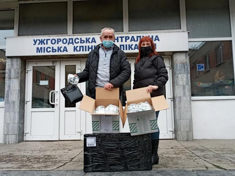 Передача масок ужгородській міській лікарні.
